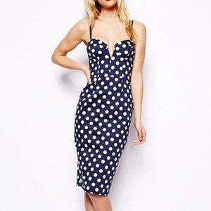 Платье Длина 80 см, ОГ 76 см, ОТ 59 см, ОБ 82 см. Имеет небольшой складской запах, при стирке уходит