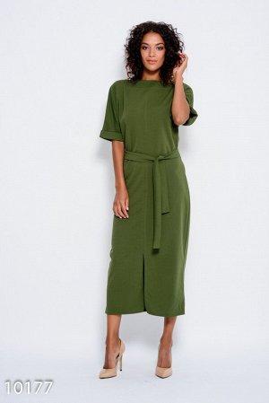 Платье цвета хаки с пояском и цельнокроенными рукавами, декорированными отворотами и разрезом спереди