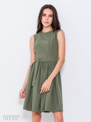 Офисное приталенное платье цвета хаки без рукавов