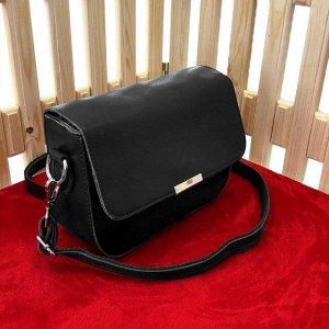 Классическая сумочка Sabo_Oux с ремнем через плечо из натуральной кожи черного цвета.