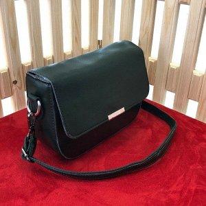 Классическая сумочка Sabo_Oux с ремнем через плечо из натуральной кожи изумрудно-зелёного цвета.