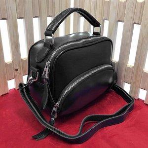 Модная сумочка Forsage с ремнем через плечо из натуральной кожи черного цвета.