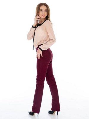 Слегка приуженные джинсы бордо