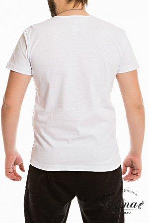 Футболка Футболка с коротким рукавом из однотонной кулирки. На горловине расположена короткая застёжка на две пуговицы. С левой стороны вышивка. Размерный ряд: 44-62. Состав Хлопок 100% Артикул 11934В