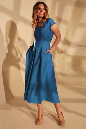 Платье Платье Golden Valley 4666 фиалковый  Состав ткани: ПЭ-96%; Спандекс-4%;  Рост: 170 см.  Платье без воротника, с V-образным вырезом горловины, застежкой на потайную молнию в среднем шве спинки.