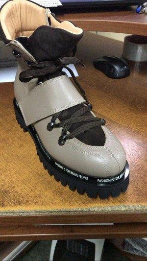 Ботинки СТОИЛИ 6299 РУБЛЕЙ .  Бренд PINIOLO Вид обуви Ботинки Высота голени (см) 16 Высота подошвы (см) 3 Материал верха Натуральная кожа Материал низа Термопластичная резина(ТПР) Материал подкладки Н