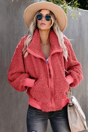 Коралловая меховая куртка на молнии и с карманами