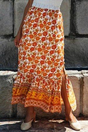 Оранжевая макси юбка с цветочным принтом и воланом снизу