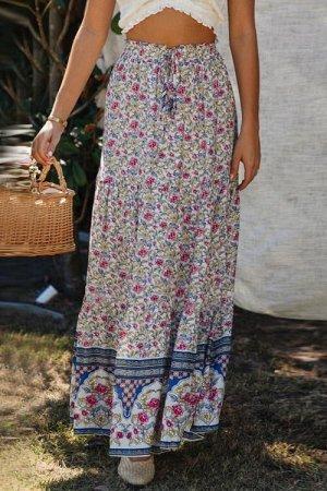 Светлая юбка-колокол с пестрым цветочным принтом и резинкой со шнурком в талии