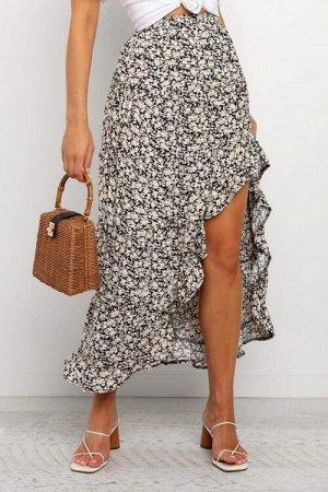 Черная расклешенная юбка с мелким узором и асимметричным вырезом с воланами