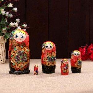 Матрешка «Золотые лепестки», красная, 5 кукольная, 15х7,5 см