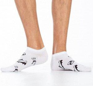"""Носки Хлопковые мужские носки с комфортной резинкой, укороченные. Вся модель декорирована контрастным ч/б рисунком """"футбольные принадлежности"""".  Состав: Хлопок 81%, Полиамид 17%, Эластан 2%"""