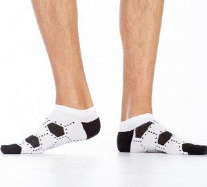 Носки Хлопковые мужские носки с комфортной резинкой, укороченные. Вся модель декорирована контрастным ч/б рисунком, стилизованным под футбольный мяч.  Состав: Хлопок 81%, Полиамид 17%, Эластан 2%