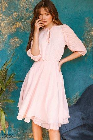 Нежно-розовое воздушное платье