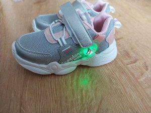 Детские кроссовки светодиод