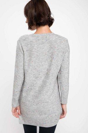"""Серый свитерок-туничка свободного кроя. Вязка с разноцветными вкраплениями и """"серебряной"""" нитью."""