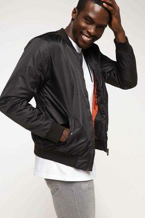 Куртка черная с тонким утеплителем