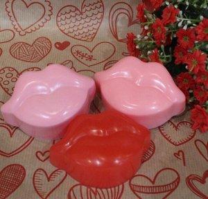 """Натуральное мыло ручной работы Sakura """"Губы"""" с ароматом клубники"""