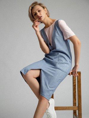Платье Размерный ряд: 42-54 Состав ткани: вискоза60%, полиэстер37%, эластан3% Длина: 105 см. Описание модели Деним-уикенд. Платье-сарафан с накладными карманами и модной деталью - разрезом спереди