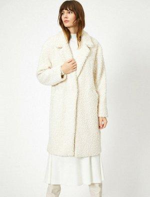 Пальто плюшевое экрю