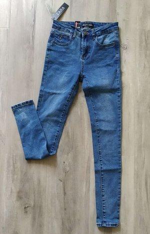 Джинсы СКИННИ, хлопок-стрейч, цвет голубой, длина 7/8.