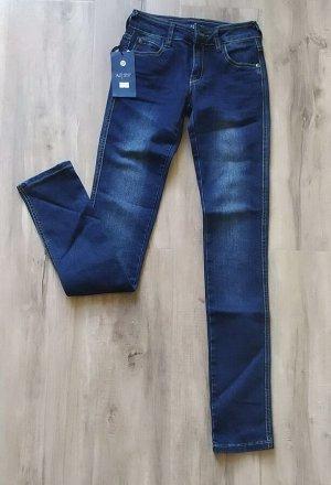 Женские зауженные джинсы, цвет темно-синий