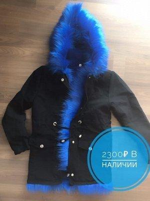 Парка Все фото реальные, куртка с отделкой искусственным мехом, также подклад из искусственного меха, кроме рукавом, в рукавах просто подкладочная ткань, затягивается на поясе.