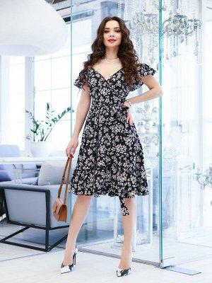 Черное платье с цветочным принтом и воланами
