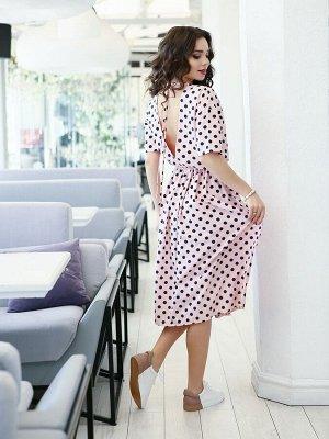 Розовое в горошек платье с открытой спиной