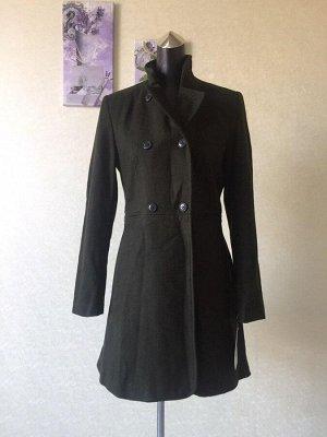 Пальто женское прилегающего силуэта, цвет зеленый болотный