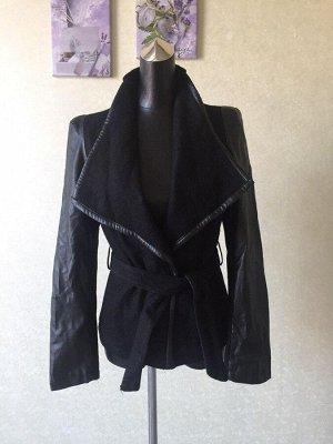 Великолепная женская демисезонная куртка с драповыми вставками
