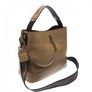Стильная сумочка Weliz с широким ремнем через плечо из глянцевой эко-кожи телесного цвета.