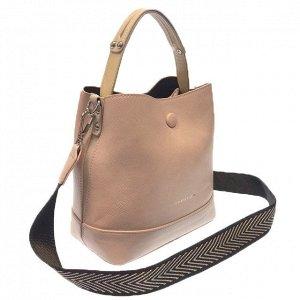 Классическая сумочка Charleez с широким ремнем через плечо из качественной эко-кожи бледно-розового цвета.