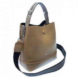 Классическая сумочка Charleez с широким ремнем через плечо из качественной эко-кожи цвета телесной пудры.