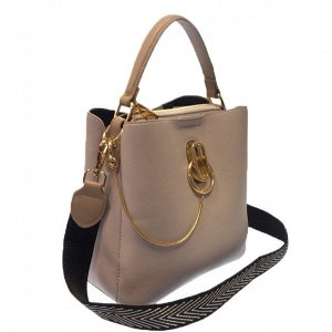 Классическая сумочка Omnia_Gold с широким ремнем через плечо из матовой эко-кожи цвета телесной пудры. (белый фон)