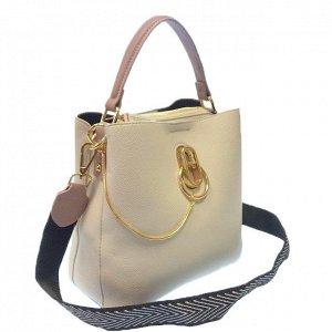 Классическая сумочка Omnia_Gold с широким ремнем через плечо из матовой эко-кожи цвета топлёного молока. (белый фон)