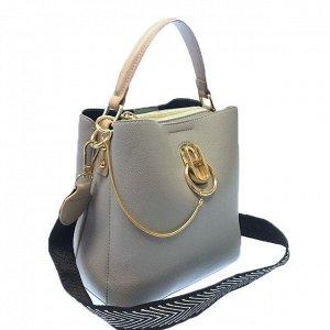 Классическая сумочка Omnia_Gold с широким ремнем через плечо из матовой эко-кожи дымчато-голубого цвета. (белый фон)