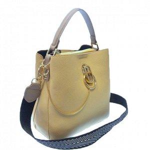 Классическая сумочка Omnia_Gold с широким ремнем через плечо из матовой эко-кожи дынного цвета. (белый фон)