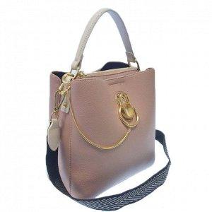 Классическая сумочка Omnia_Gold с широким ремнем через плечо из матовой эко-кожи цвета розовой пудры. (белый фон)