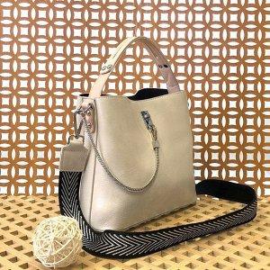Стильная сумочка Weliz с широким ремнем через плечо из глянцевой эко-кожи цвета топлёного молока.