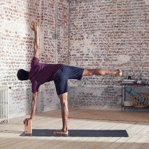 Футболка для динамической йоги бесшовная мужская вишневая KIMJALY