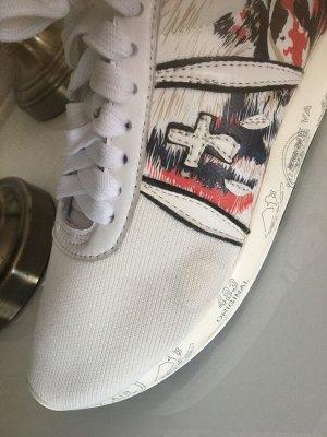 Кроссовки Текстиль,отделка нат.кожа. Стоили 4922 Уценка! Есть небольшие пятнышки на белом,фото внутри.