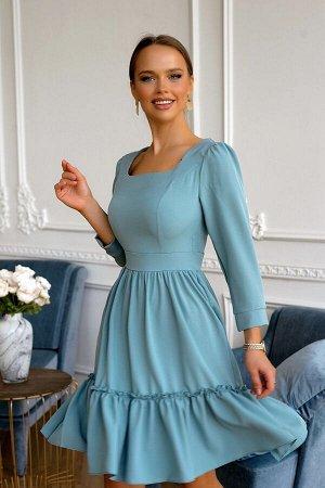 Платье Размер: 44 / 46 / 48 Шикарная модель платья выпонено в нежном оттенке синего цвета ! Создаст прекрасное настроение и позволит выделится из толпы.Модель с расклешенной юбкой и широким воланом на
