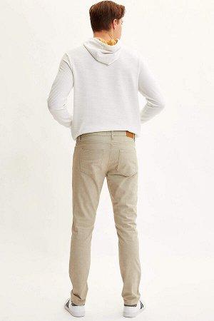 брюки Размеры модели: рост: 1,89 грудь: 98 талия: 80 бедра: 95 Надет размер: размер 32 - рост 32 Elastan 2%, Вискоз 16%, Полиэстер 30%, Хлопок 52%