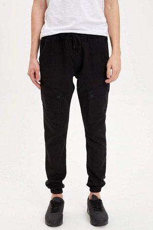 брюки Размеры модели: рост: 1,87 грудь: 77 талия: 95 бедра: 93 Надет размер: 30 Elastan 2%, Полиэстер 33%, Хлопок 65%