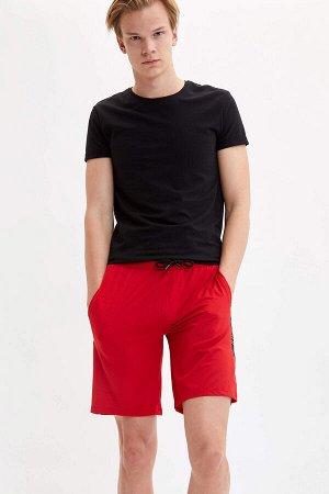 шорты Размеры модели: рост: 1,88 грудь: 96 талия: 79 бедра: 95 Надет размер: M Elastan 6%, Полиэстер 94%