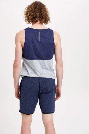 шорты Размеры модели: рост: 1,86 грудь: 97 талия: 74 бедра: 94 Надет размер: M Elastan 5%, Полиэстер 95%