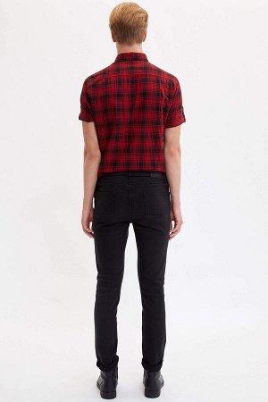 брюки Размеры модели: рост: 1,88 грудь: 96 талия: 79 бедра: 95 Надет размер: размер 30 - рост 32 Elastan 2%,Modal 17%, Вискоз 17%, Хлопок 64%