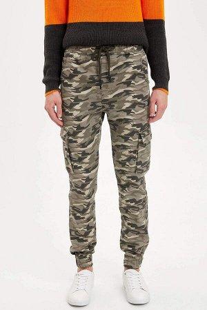 брюки Размеры модели: рост: 1,88 грудь: 96 талия: 79 бедра: 95 Надет размер: 30 Elastan 3%, Полиэстер 32%, Хлопок 65%