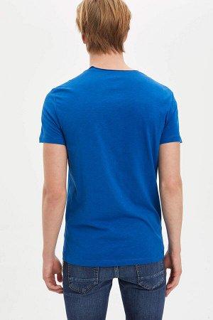 Синяя футболка